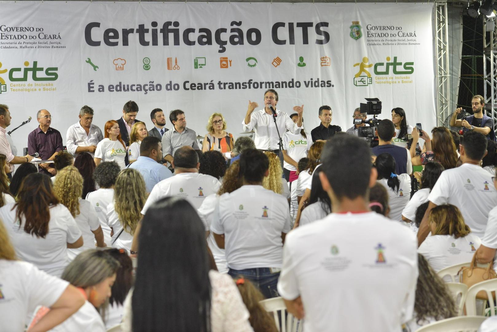 Governo entrega certificados de qualificação profissional pelos CITS e anuncia mais de 4,7 mil vagas para 2019